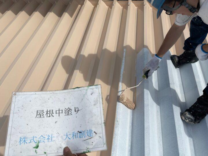 折半屋根塗装中塗り