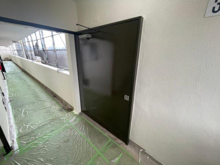 鉄扉塗装完了